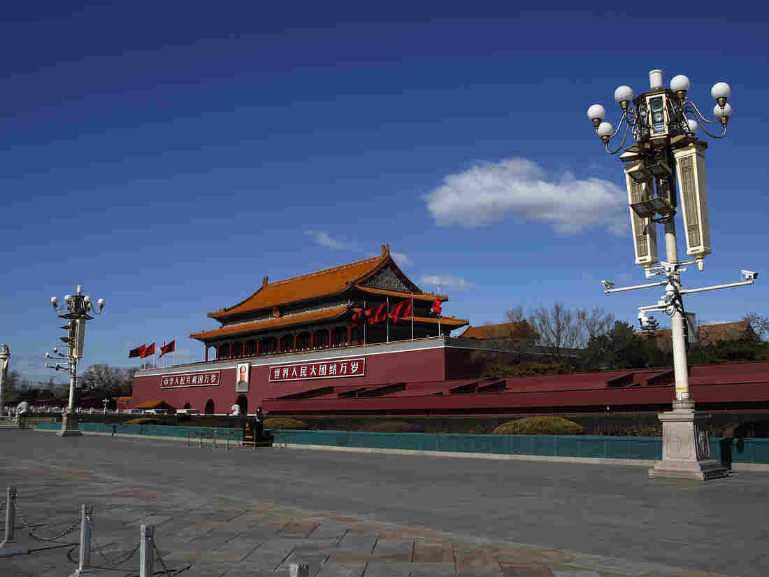 China expels three Wall Street Journal correspondents