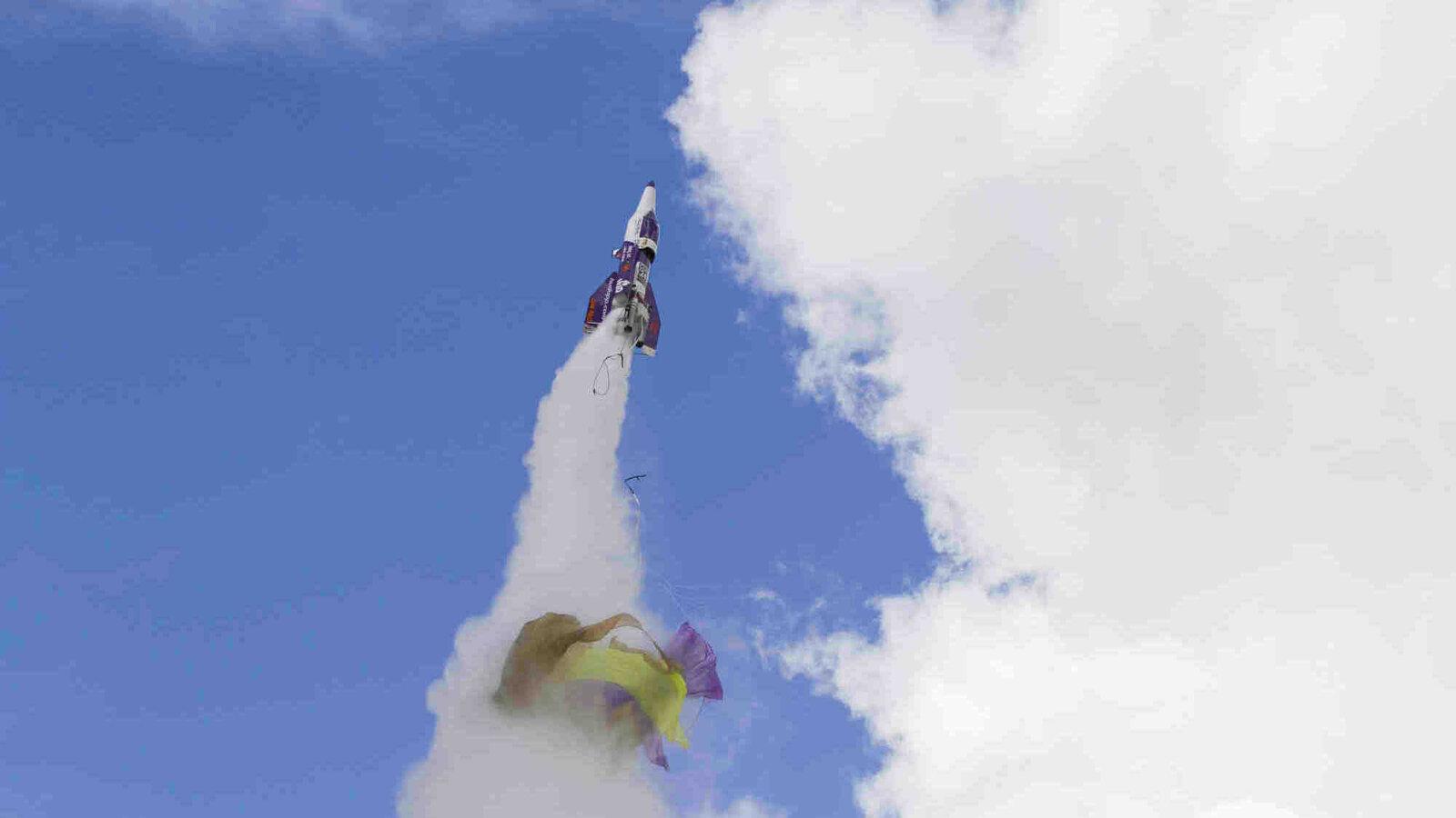 Daredevil dies in homemade-rocket crash