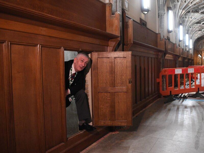 Passagem secreta  foi descoberta em uma parede do Parlamento do Reino Unido