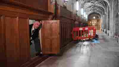 Long-Forgotten Secret Passageway Discovered In A Wall At U.K. Parliament