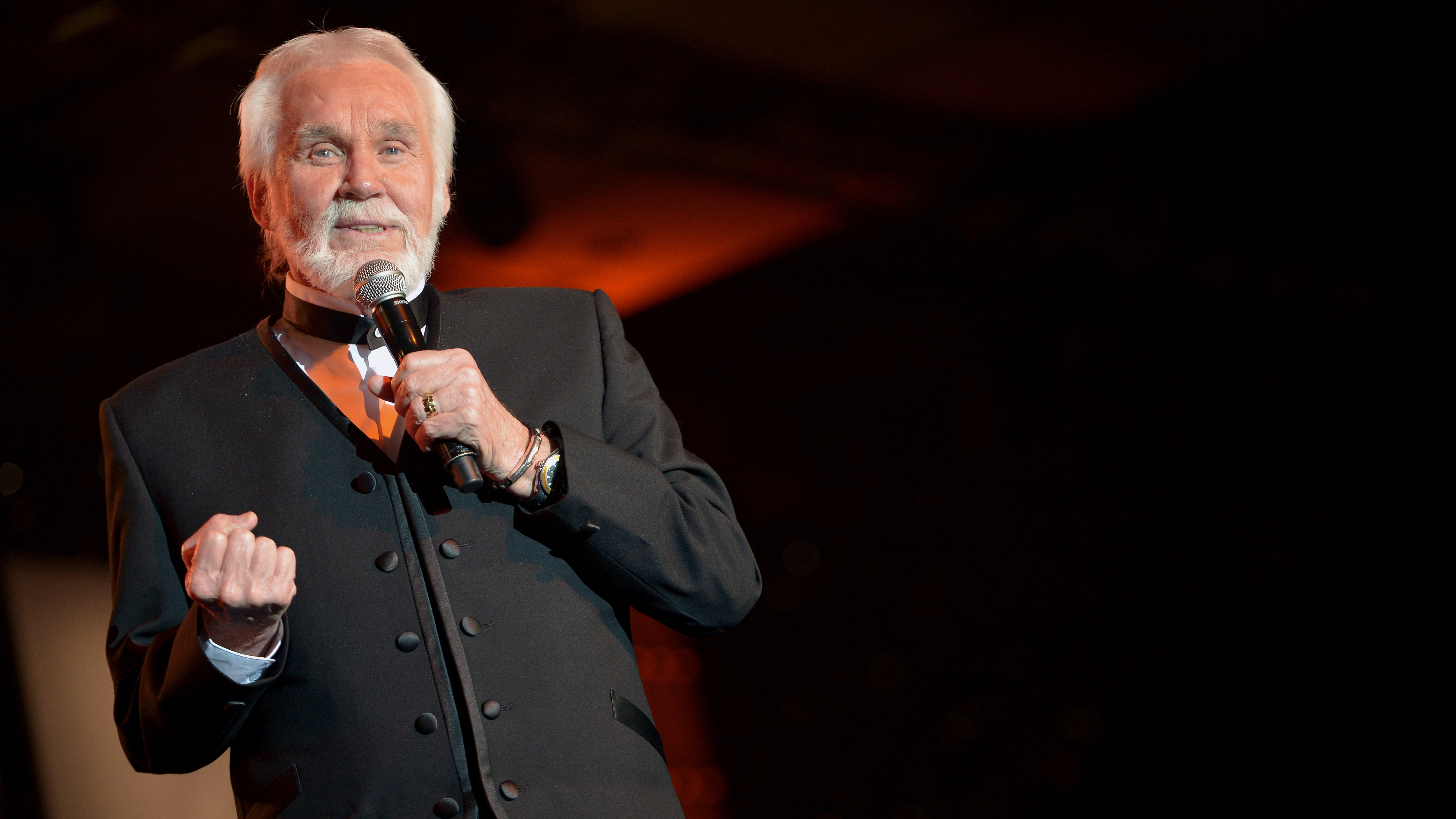 Kenny Rogers performs during Muhammad Ali's Celebrity Fight Night XX in Phoenix, Ariz., in 2014.