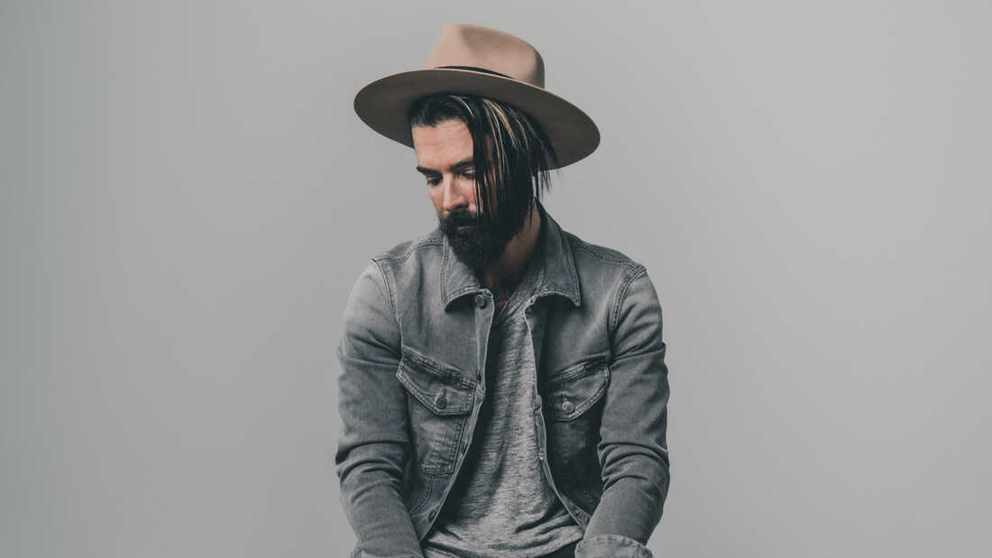Dashboard Confessional's Chris Carrabba On Sticking To A Schedule During A Crisi
