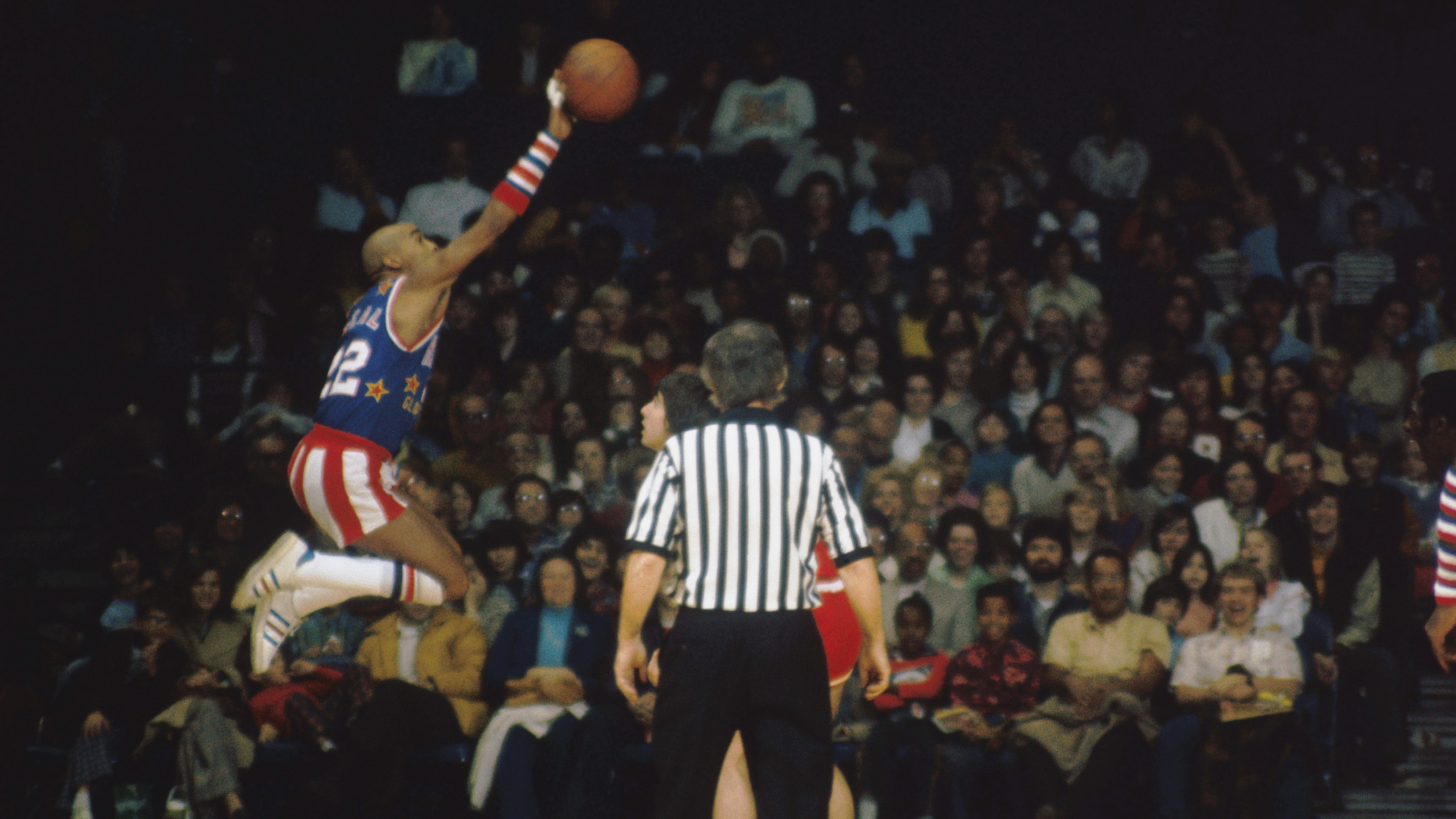 """Harlem Globetrotters' Fred """"Curly"""" Neal, shown here during a 1975 game, was known as a master dribbler."""