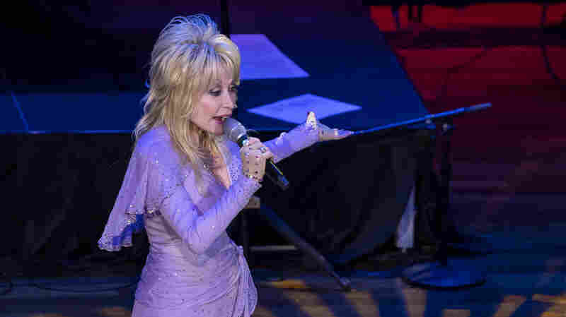 Dolly Parton Will Read Bedtime Stories To Kids Online Every Week