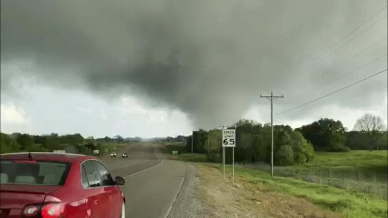 Tornados atingem Oklahoma, Texas e deixam vários mortos e dezenas de feridos