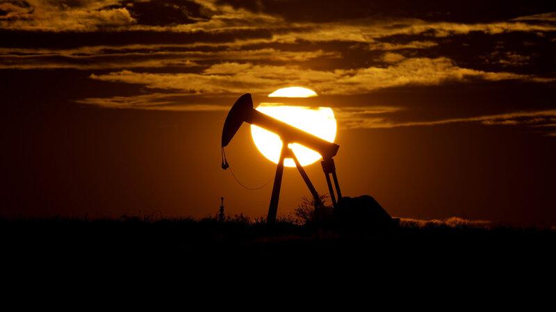 Restrição da produção de petróleo causa divisão entre pequenos e grandes produtores