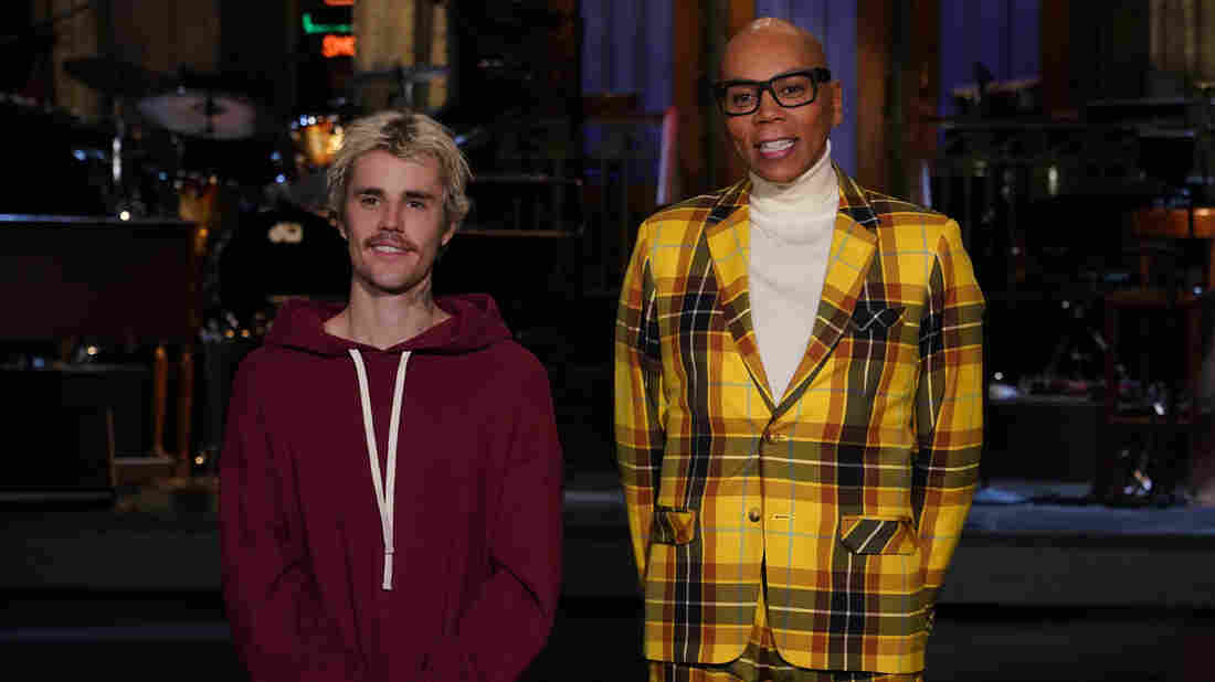 """SATURDAY NIGHT LIVE — """"RuPaul"""" Episode 1780 — Pictured: (l-r) Musical guest Justin Bieber and host RuPaul during Promos in Studio 8H on Friday, February 7, 2020 — (Photo by: Rosalind O'Connor/NBC/NBCU Photo Bank via Getty Images)"""