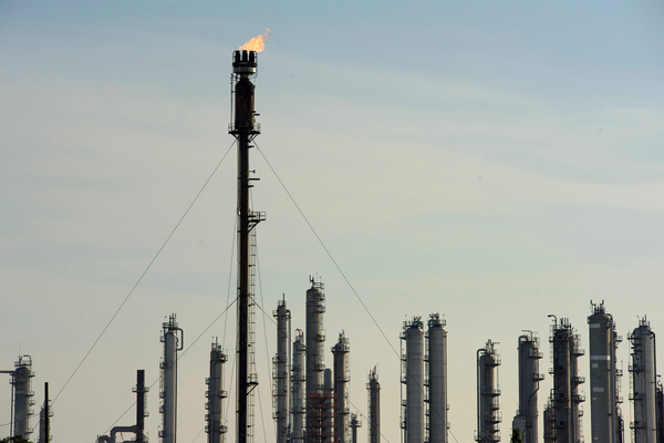 The Houston metro area is home to the largest concentration of petrochemical facilities in the country. Residents of Houston, despite a 40% reduction in local traffic, did not breathe significantly cleaner air during the lockdown.
