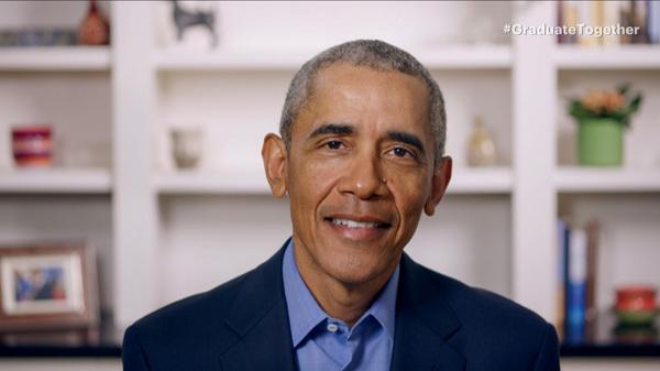 """Avec des cérémonies en direct annulées à travers les États-Unis, l'ancien président Barack Obama donne aux diplômés seniors une adresse de début virtuelle lors de """"Graduate Together: America Honors the High School Class of 2020"""" samedi."""
