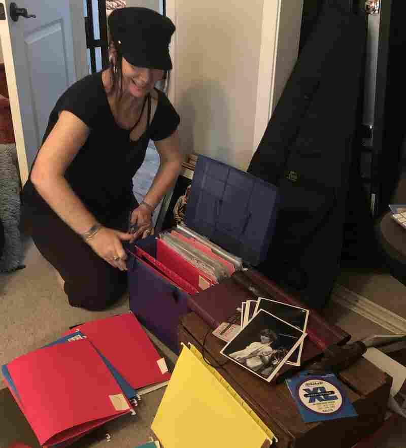 Kathy Valentine organizing