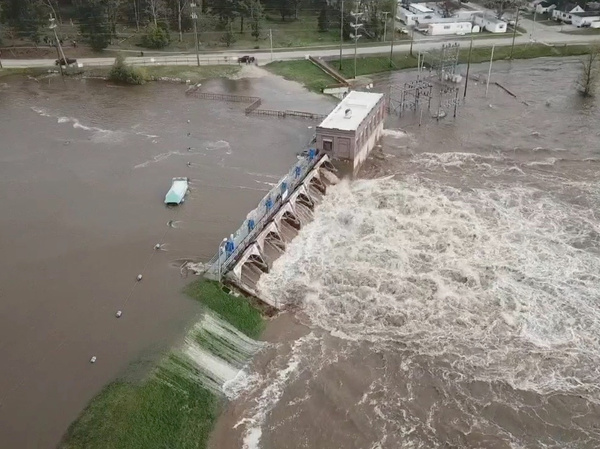 """Water overruns the Sanford Dam in Michigan on Tuesday. The National Weather Service called the flooding """"extremely dangerous"""" and said it was caused by """"catastrophic failures"""" at two dams."""