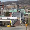 Restrições de viagem na fronteira canadense cortam para frente e para trás para famílias e empresas