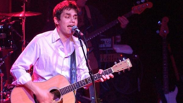 John Mayer se produit à Irving Plaza en février 2002 à l'appui de son premier album studio complet, Room for Squares.