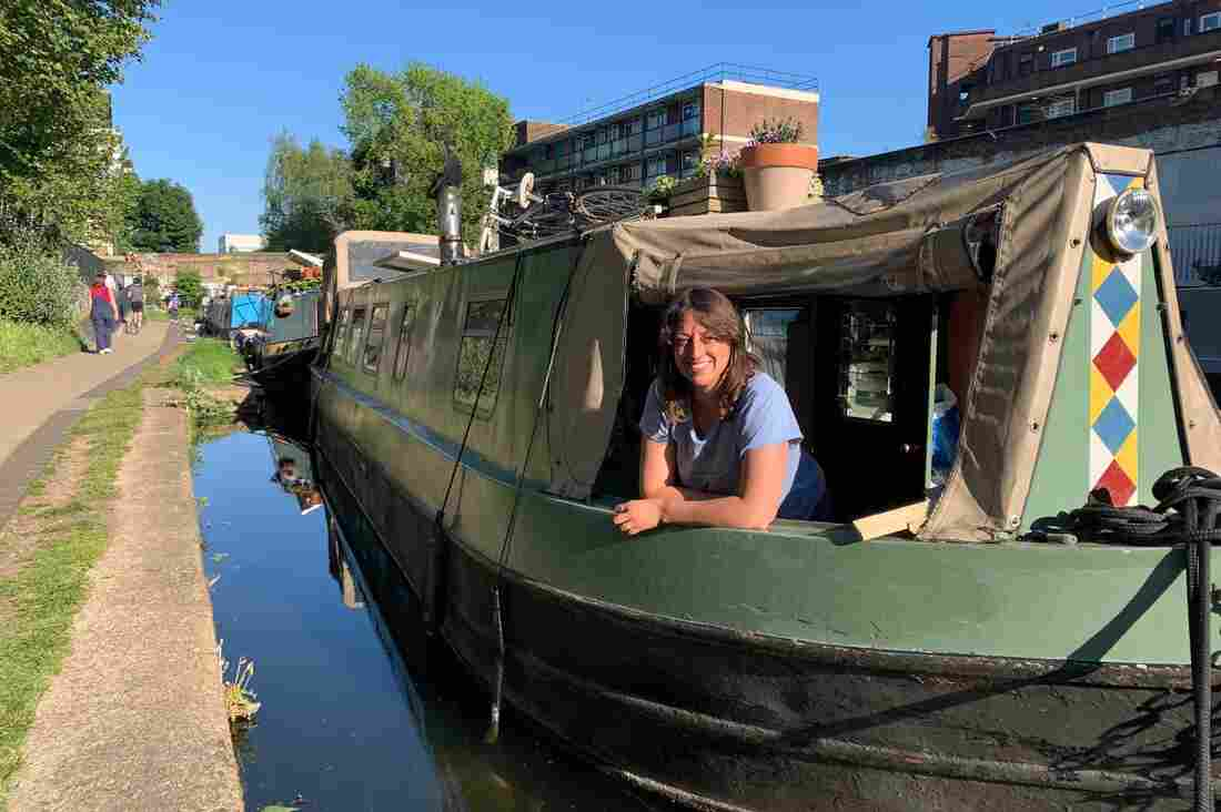 For U.K. Canal Boat Dwellers, Lockdown Can Be Claustrophic — But Also Offers Escape 2