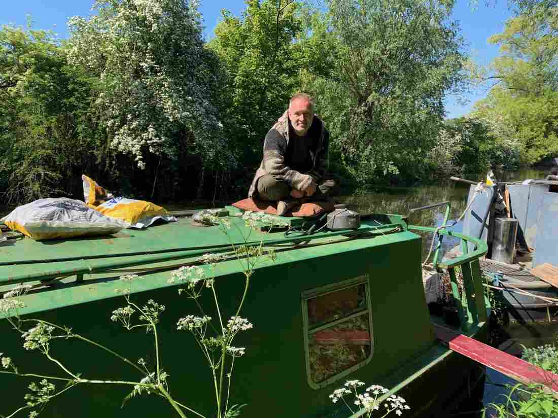 For U.K. Canal Boat Dwellers, Lockdown Can Be Claustrophic — But Also Offers Escape