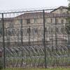 Enquanto COVID-19 se espalha nas prisões, bloqueios provocam medo de mais confinamento solitário