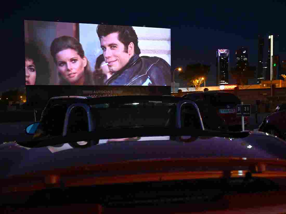 """TOPSHOT - Cinema-goers in their cars attend the screening of the US musical romantic comedy film """"Grease"""" during the reopening of the Autocine Madrid Race drive-in cinema, on May 27, 2020 in Madrid.(Photo by GABRIEL BOUYS/AFP via Getty Images)"""