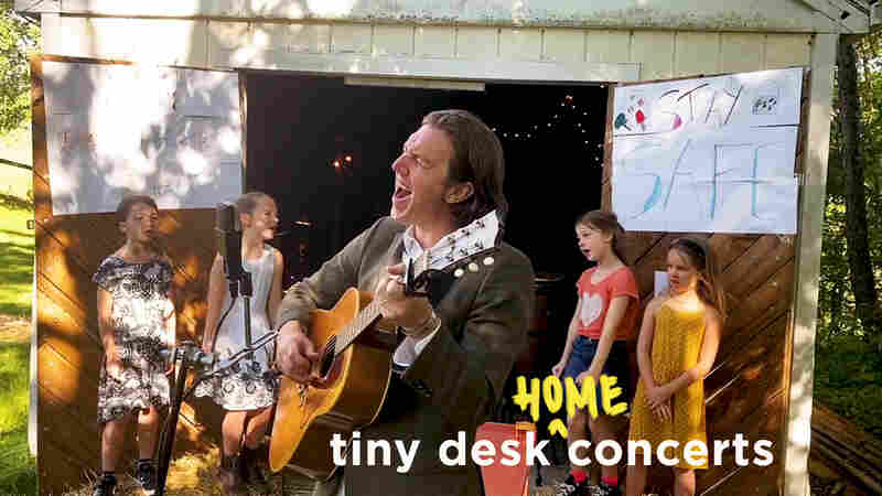 Hamilton Leithauser & Family: Tiny Desk (Home) Concert