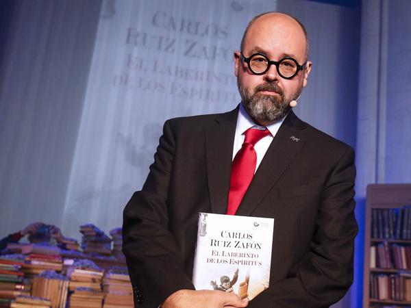 Novelist Carlos Ruiz Zafon presents his then-new book The Labyrinth of the Spirits at a Barcelona church in 2016.