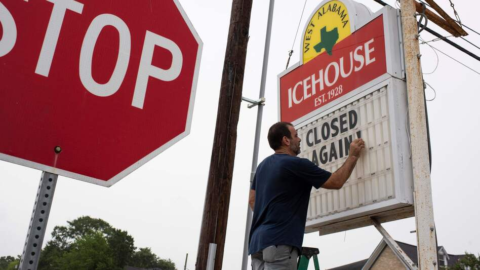 """Bar owner Petros J Markantonis changes the marquee outside his bar to """"Closed Again"""" at the West Alabama Ice House in Houston. (Mark Felix/AFP /AFP via Getty Images)"""