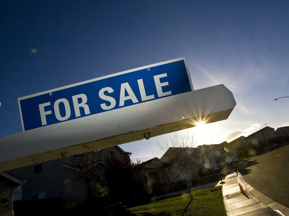 SAN FRANCISCO - JANUARY 30: A for sale sign is seen on a single family home January 30, 2008 in Vallejo, California. According to the California Association of Realtors in December sales of existing, single family homes in Bay Area homes dropped 38.1 percent from a year ago. (Photo by David Paul Morris/Getty Images)