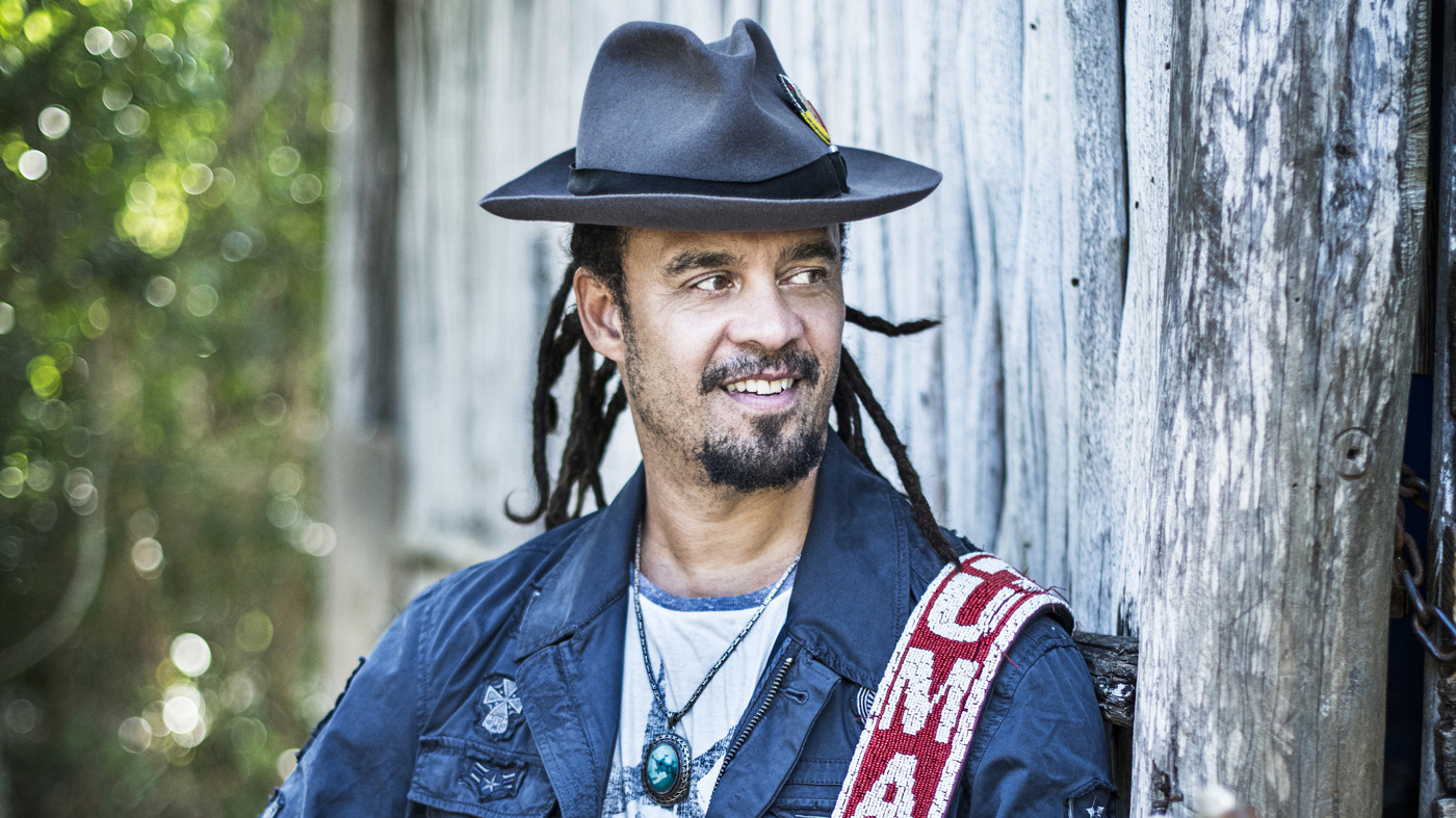 michael franti and spearhead2 wide 6de7dc39ab9a060ea0783d48124ee350064b444c jpg?s=1400.'