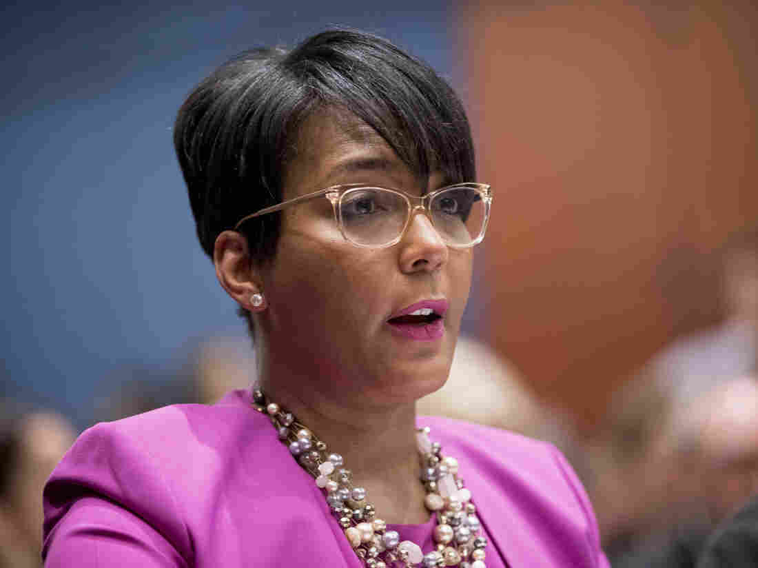 Atlanta mayor tests positive for coronavirus