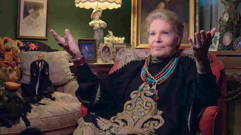 Walter Mercado, Remembered, With 'Mucho Mucho Amor'