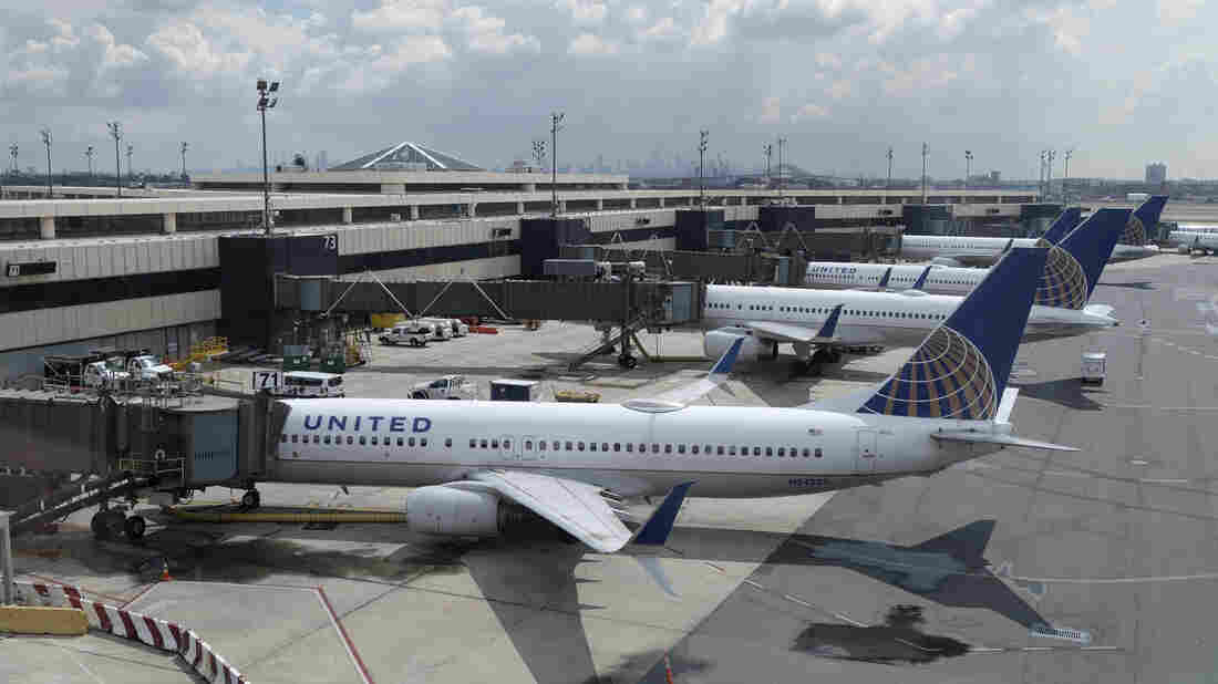 United warns employees it may furlough 45% of its US workforce