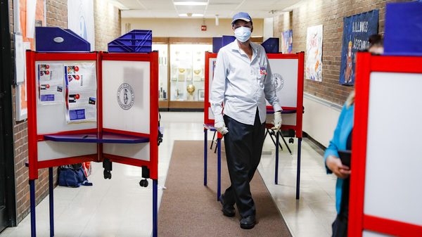 Poll workers must take extra precautions this year to protect themselves against the coronavirus. Election experts fear a massive shortage of workers at the polls in November.