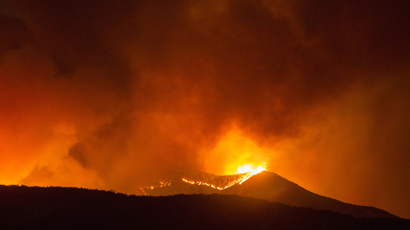 California's Apple Fire Destroys More Than 20,000 Acres