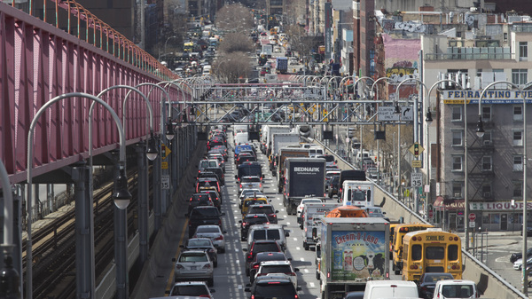 Traffic makes its way into Manhattan over the Williamsburg Bridge on March 28, 2019. New checkpoints at New York City