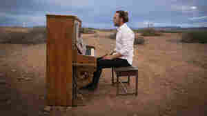 Tim Minchin Hauls A Piano Across Australia In 'Upright'