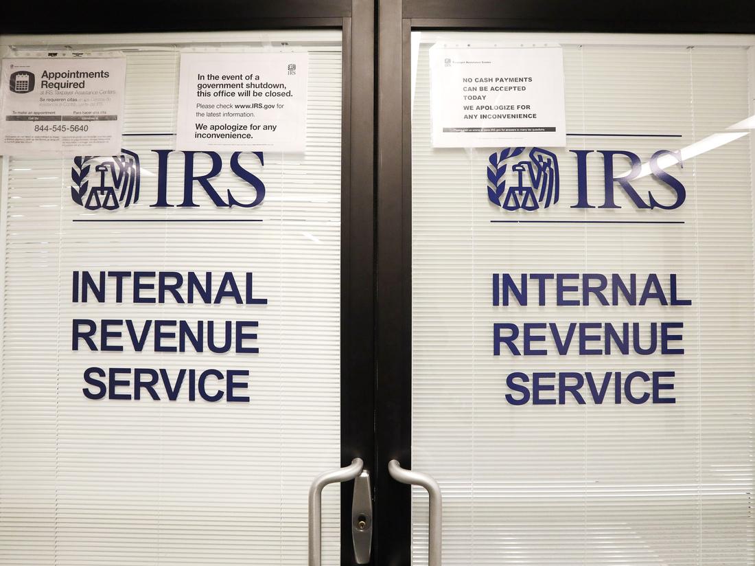 Atraso no imposto sobre a folha de pagamento pode significar problemas para trabalhadores, empregadores e previdência social: NPR 2