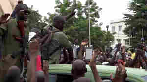 President Of Mali Resigns After Soldiers Mutiny