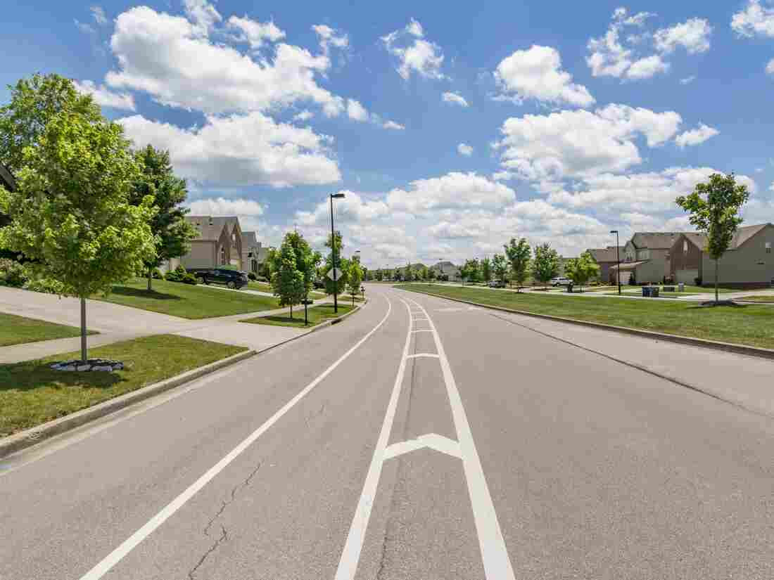 View of middle-class suburban neighborhood in Kentucky. (Photo by: Education Images/Universal Images Group via Getty Images)