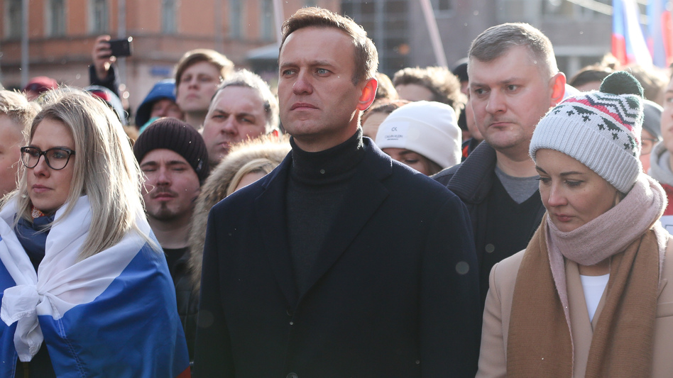 Alexei Navalny is seen during a rally in Moscow last year along with his wife, Yulia (right). She and his personal doctor were reportedly prevented from seeing him in the hospital. (Andrey Rudakov/Bloomberg via Getty Images)