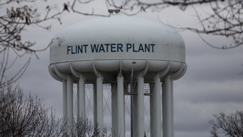 A task force concluded in 2016 that Michigan's environmental agency bore primary responsibility for the water crisis in Flint. The state is now agreeing to pay $600 million to resolve lawsuits over the crisis. ( Emily Elconin/Bloomberg via Getty Images)