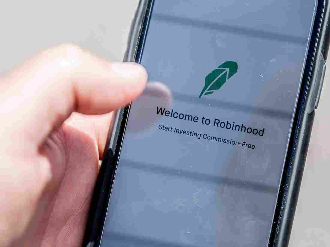 The Robinhood vestment app is see on a smartphone in this photo illustration on June 24, 2020 in Washington,DC. (Photo by JIM WATSON / AFP) (Photo by JIM WATSON/AFP via Getty Images)