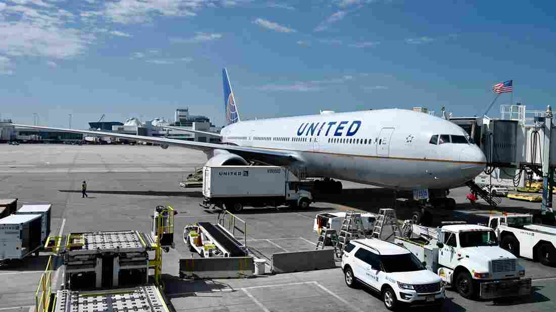 United Airlines to furlough 16,370 jobs, Companies & Markets News & Top Stories