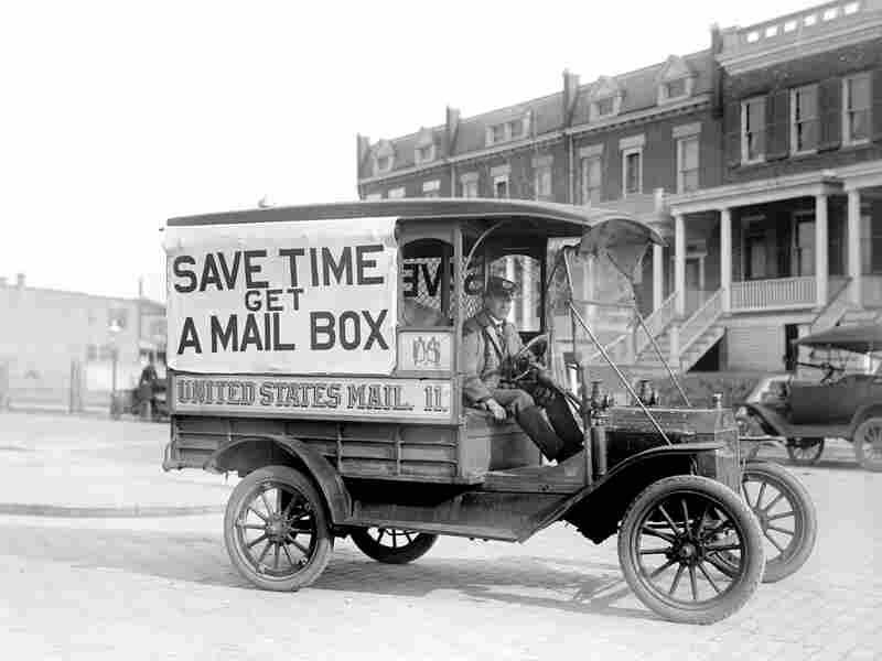 A US Postal Service car in 1916.