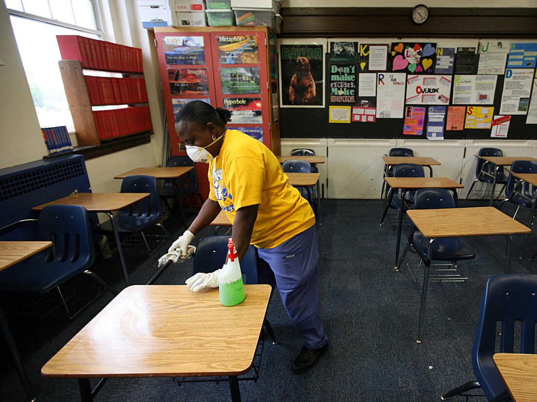 FORT WORTH - APRIL 30: Fort Worth Independent School District custodian Necie Homer wipes down a classroom with disinfectant in an effort to stop the spread of the swine flu virus at Arlington Heights High School on April 30, 2009 in Fort Worth, Texas. (Photo by Tom Pennington/Getty Images)