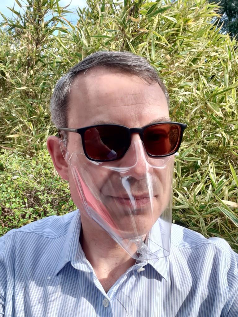A França incentiva o uso de máscaras transparentes para ajudar pessoas com perda auditiva: NPR 10