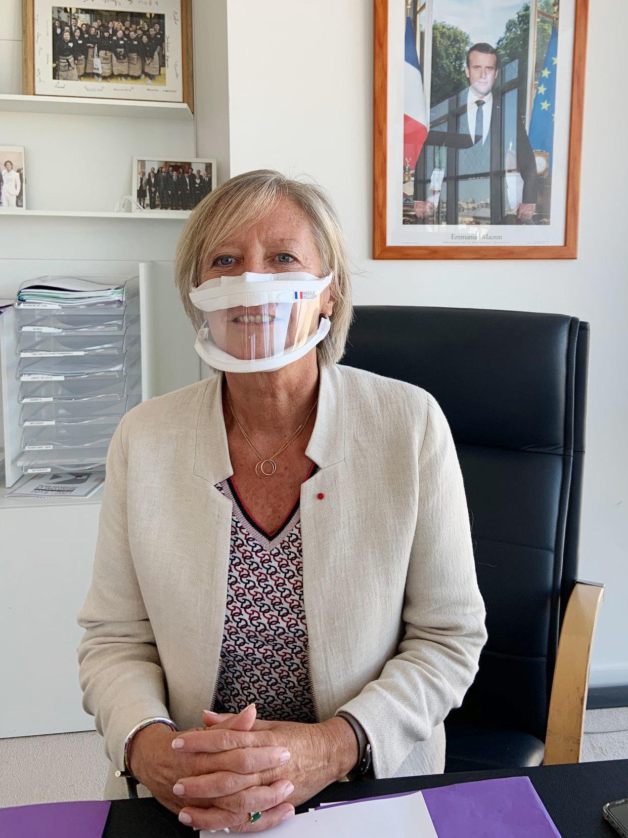 A França incentiva o uso de máscaras transparentes para ajudar pessoas com perda auditiva: NPR 7