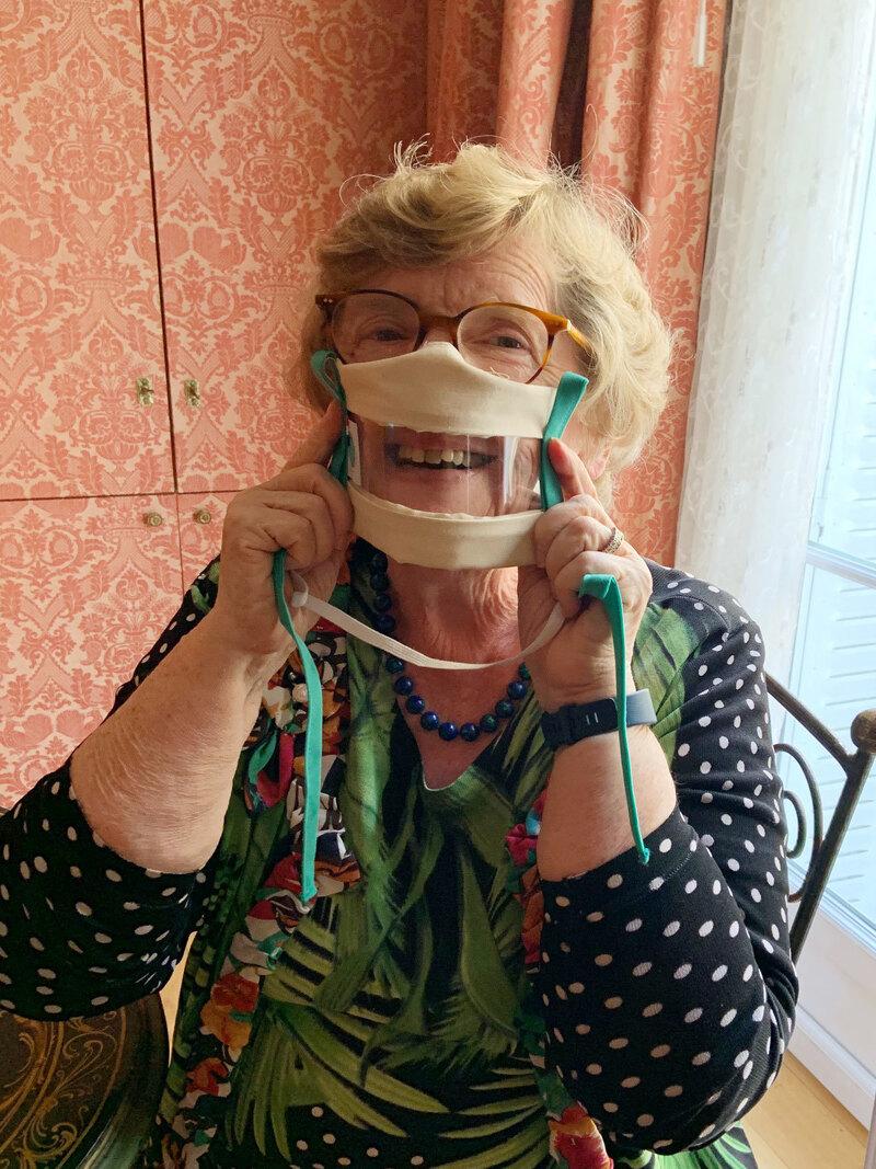 A França incentiva o uso de máscaras transparentes para ajudar pessoas com perda auditiva: NPR 4