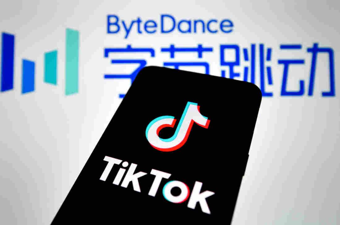 Judge halts WeChat download ban in US-China tech battle
