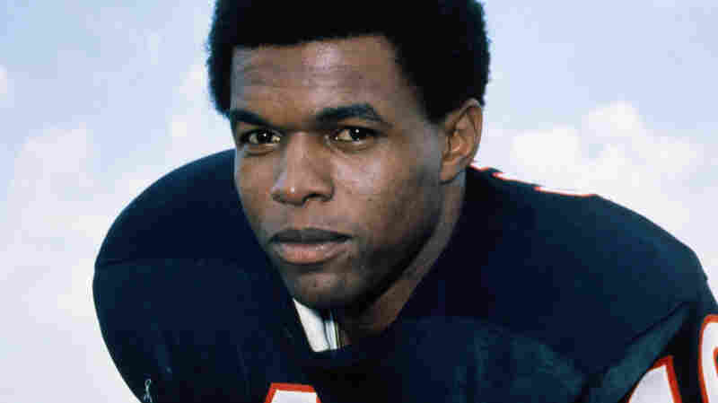 Gale Sayers, Who Wowed NFL Fans And Inspired A Beloved Film, Dies At 77