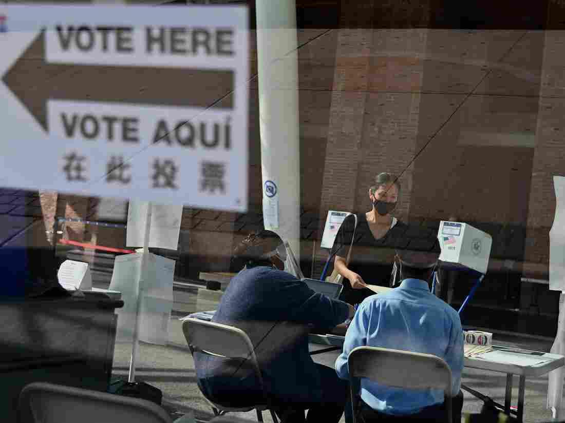 poll workers vote election new york e06f887a786c085c9f1fa8219f8b0e78d5cbca6a s1100 c15