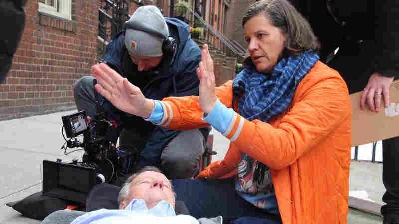 """电影人面对父亲的死亡,一遍又一遍地上演他的""""死亡"""""""
