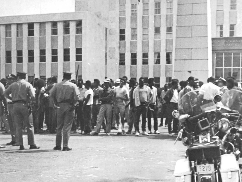 Protestors held a rally at a municipal building prior to the riot in Augusta, Ga., in 1970. Approximately 300 people attended and 25–30 police officers stood watch. (Reese Library Augusta University)